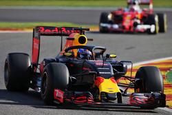 Даниэль Риккардо, Red Bull Racing RB12 с системой защиты головы