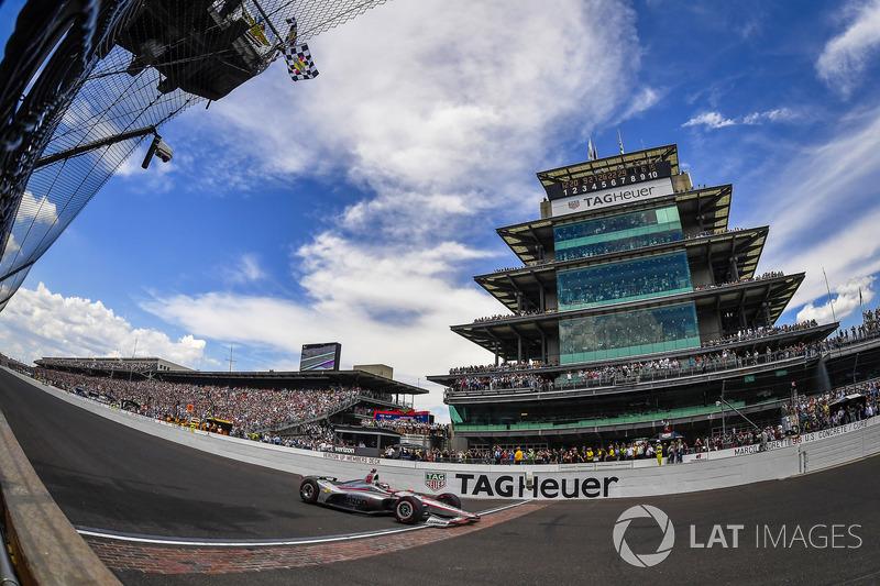 Will Power, Team Penske Chevrolet, taglia il traguardo sotto la bandiera a scacchi e conquista la vittoria