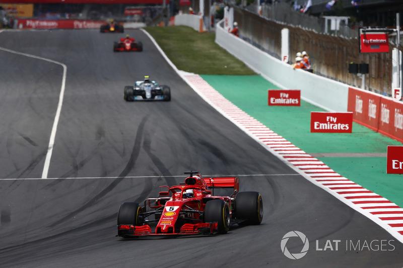 Себастьян Феттель, Ferrari SF71H, и Валттери Боттас, Mercedes AMG F1 W09
