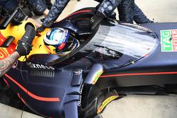 Daniel Ricciardo, Red Bull Racing RB12 with aeroscreen
