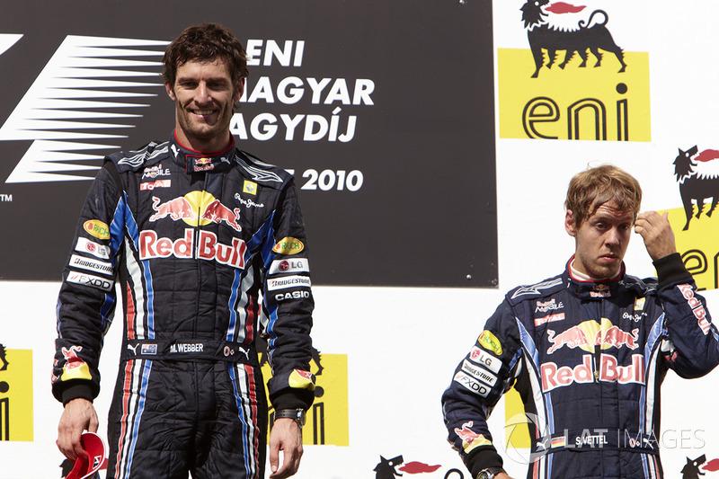 Le vainqueur Mark Webber, Red Bull Racing, le deuxième Sebastian Vettel, Red Bull Racing