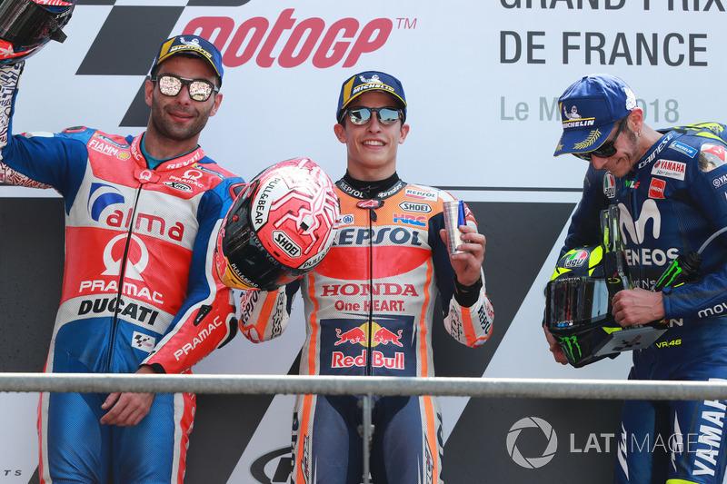 Podio: 1º Marc Marquez, 2º Danilo Petrucci, 3º Valentino Rossi