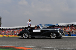 Valtteri Bottas, Mercedes-AMG F1, nella drivers parade