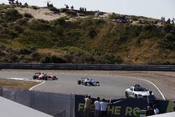 Safety Car, Nikita Troitskiy, Carlin Dallara F317 - Volkswagen leads