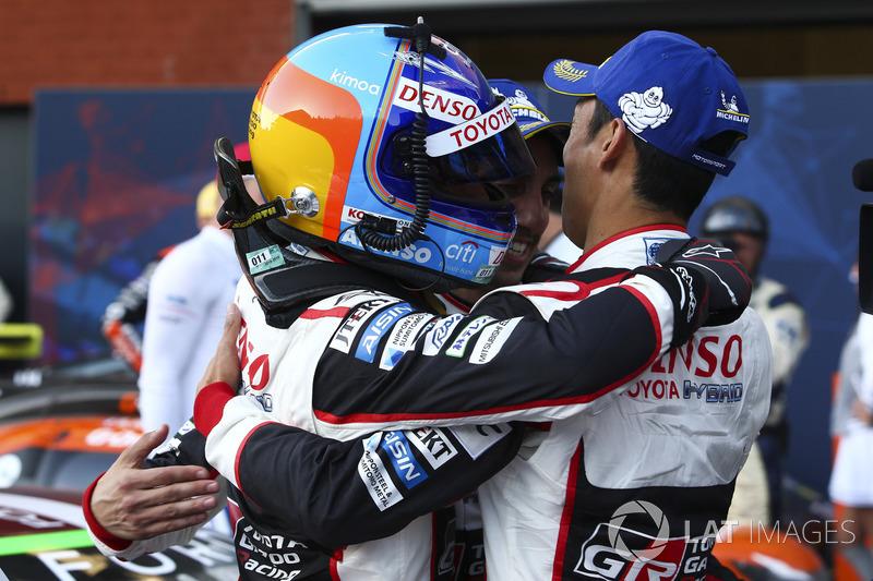 Yarış galibi Fernando Alonso, Sébastien Buemi, Kazuki Nakajima, Toyota Gazoo Racing
