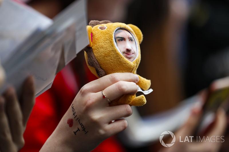 Плюшевая игрушка с лицом Фернандо Алонсо