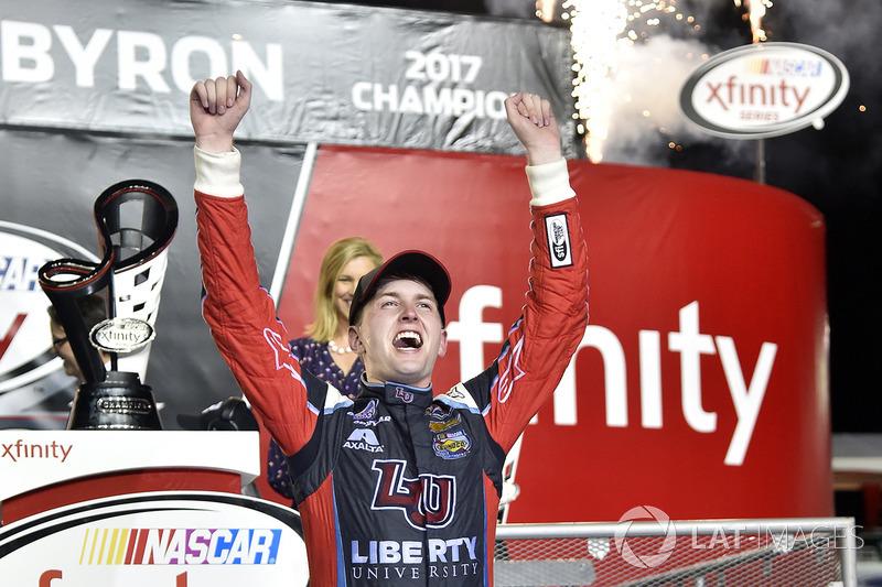 Na Xfinity, William Byron foi terceiro colocado na prova, mas terminou como campeão, após batalha com Elliott Sadler.
