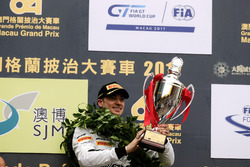 Podio: il vincitore della gara Edoardo Mortara, Mercedes-AMG Team Driving Academy, Mercedes - AMG GT3