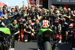 Race winner Tom Sykes, Kawasaki Racing, second place Jonathan Rea, Kawasaki Racing