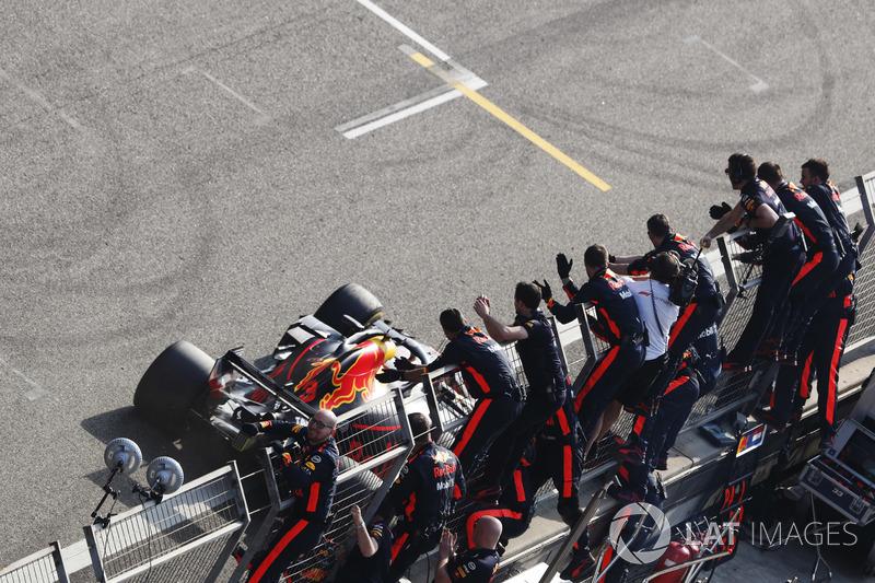 Yarış galibi Daniel Ricciardo, Red Bull Racing RB14 Tag Heuer