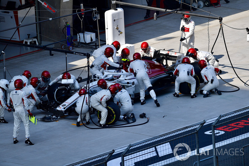 Charles Leclerc, Sauber C37 pit stop