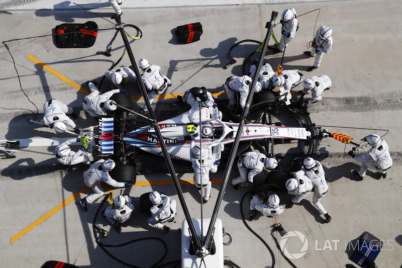 Sergey Sirotkin, Williams FW41 Mercedes, makes a pit stop