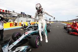 Ganador de la pole Lewis Hamilton, Mercedes AMG F1