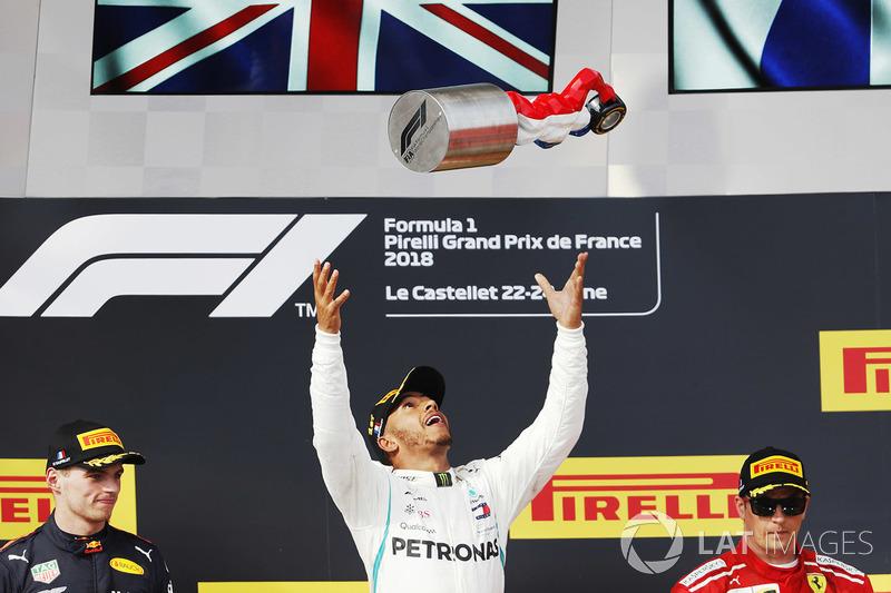 Il vincitore Lewis Hamilton, Mercedes AMG F1, il secondo classificato Max Verstappen, Red Bull Racing, il terzo classificato Kimi Raikkonen, Ferrari, sul podio