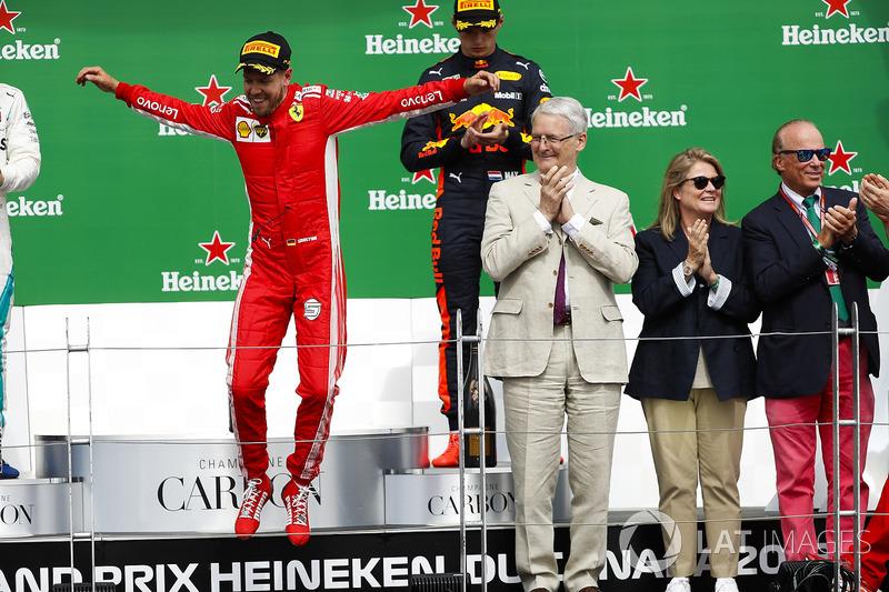 Podyum: Yarış galibi Sebastian Vettel, Ferrari