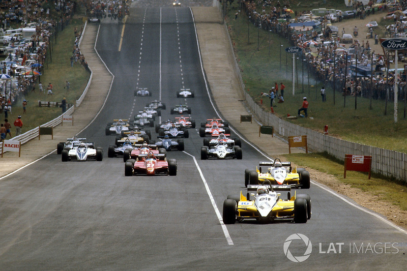 Start: René Arnoux, Renault RE30B ve Alain Prost, Renault RE30B