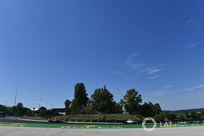 Lance Stroll, Williams FW40, Romain Grosjean, Haas VF-17