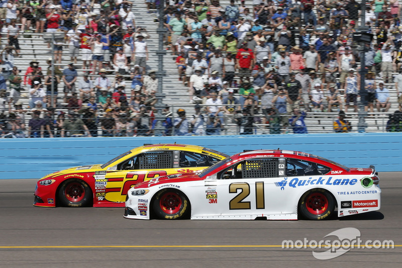 Joey Logano, Team Penske, Ford; Ryan Blaney, Wood Brothers Racing, Ford