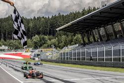 Yarış galibi Max Fewtrell, Tech 1 Racing