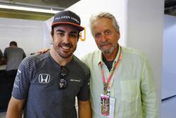 Fernando Alonso, McLaren y el actor Michael Douglas