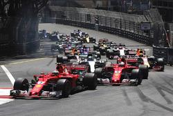 Kimi Räikkönen, Ferrari SF70H; Sebastian Vettel, Ferrari SF70H; Valtteri Bottas, Mercedes AMG F1 W08
