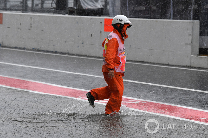 Marshal and flooded pit lane