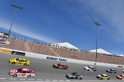 Pace-Laps: Kyle Larson, Chip Ganassi Racing, Chevrolet; Joey Logano, Team Penske, Ford