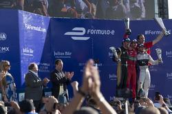 Подиум: Лукас ди Грасси, ABT Schaeffler Audi Sport, Жан-Эрик Вернь, Techeetah, Сэм Бёрд, DS Virgin Racing