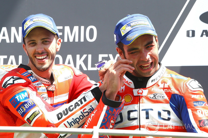 Подіум: переможець гонки Андреа Довіціозо, Ducati Team, третє місце Даніло Петруччі, Pramac Racing