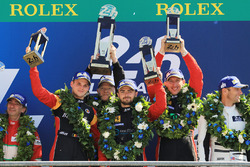 Podio GTE AM: al primo posto Robert Smith, Will Stevens, Dries Vanthoor, JMW Motorsport