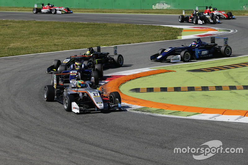 Start action, Jehan Daruvala, Carlin, Dallara F317 - Volkswagen leads