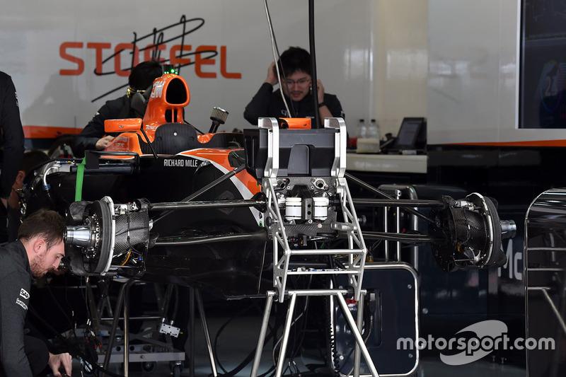 McLaren MCL32 detalle chasis y frenos delanteros