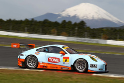 #9 Gulf Racing with Pacific Porsche 911: Jono Lester, Kyosuke Mineo