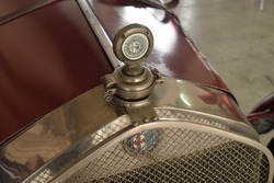 Kühlerhaube des historischen Alfa Romeo