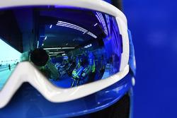 Le reflet de la moto d'Andrea Iannone, Team Suzuki MotoGP