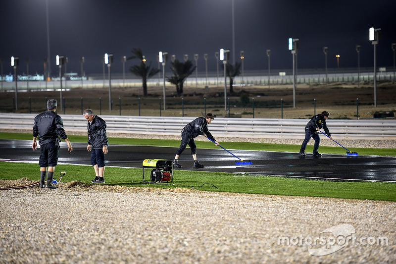 Trockenlegung des Losail International Circuit in Katar