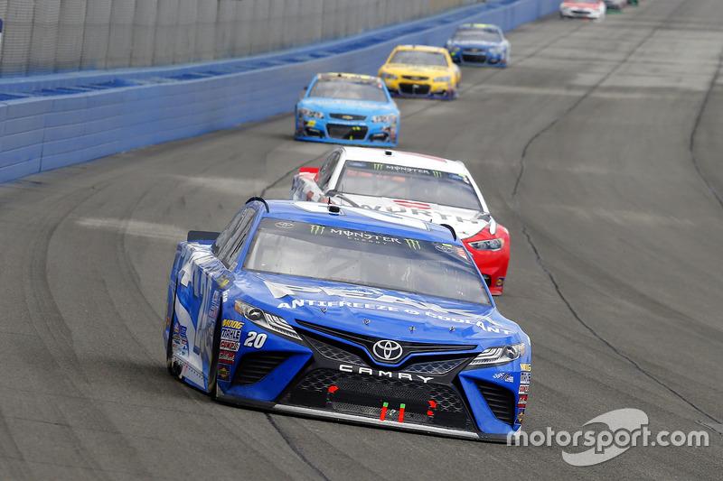 Matt Kenseth, Joe Gibbs Racing, Toyota; Brad Keselowski, Team Penske, Ford