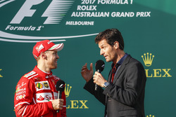 Подиум: победитель Себастьян Феттель, Ferrari, и Марк Уэббер