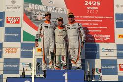 Podio Gara 1: il vincitore Matteo Zucchi, Seat Motor Sport Italia, il secondo classificato Giovanni Altoè, Seat Motor Sport Italia, il terzo classificato Sandro Pelatti, Seat Motor Sport Italia