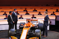 Yusuke Hasegawa, Honda, Eric Boullier, Racing Director, McLaren, sunucu Simon Lazenby, McLaren MCL32