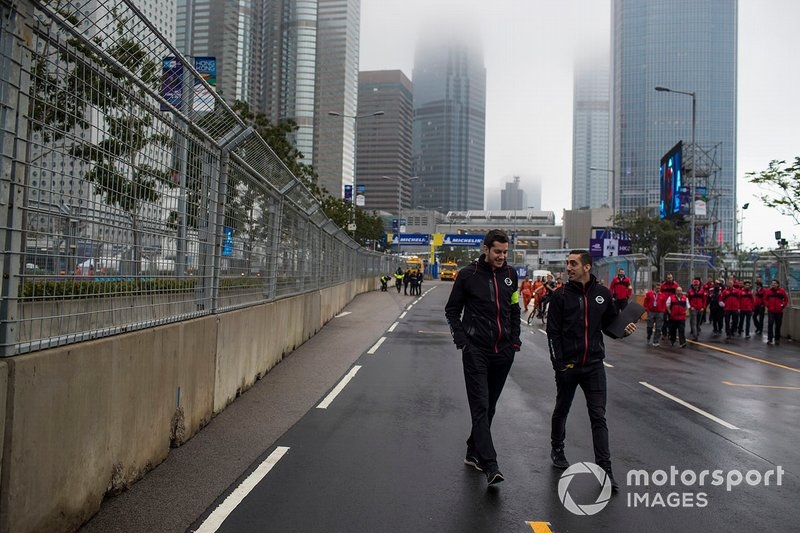Sébastien Buemi, Nissan e.Dams walks the track