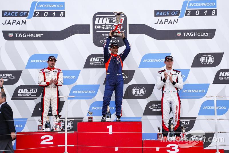 Podio: il vincitore della gara Gabriele Tarquini, BRC Racing Team Hyundai i30 N TCR, il secondo classificato Aurélien Comte, DG Sport Competition Peugeot 308TCR, il terzo classificato Kevin Ceccon, Team Mulsanne Alfa Romeo Giulietta TCR
