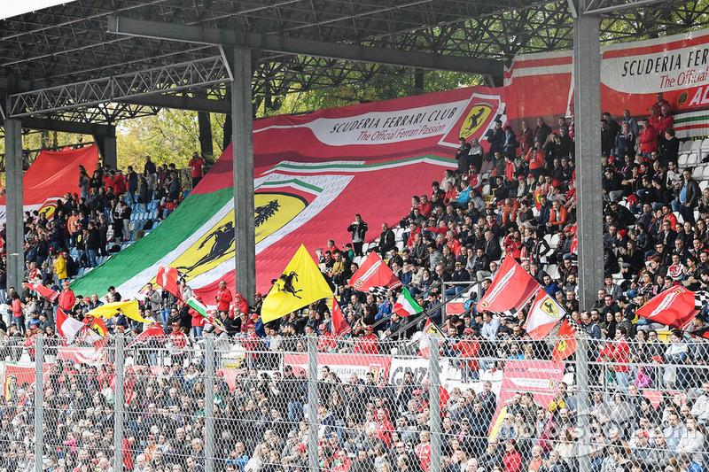 ll tifo sulle tribune di Monza per le Finali Mondiali Ferrari