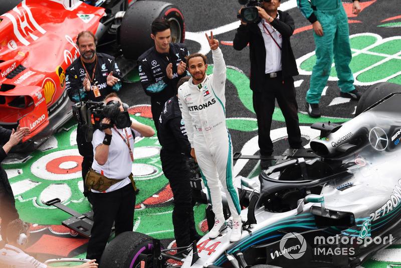 """Lewis Hamilton: """"Foi uma corrida horrível. Nós estávamos lutando. Eu estava tentando segurar e trazer o carro para casa."""""""