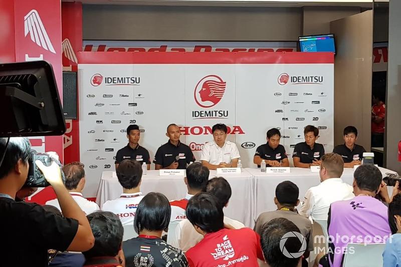 Somkiat Chantra, Dimas Ekky, Hiroshi Aoyama, Team Manager, Kaito Toba and Ai Ogura, Honda Team Asia