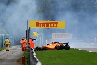Stoffel Vandoorne, McLaren MCL33 crashes in FP3