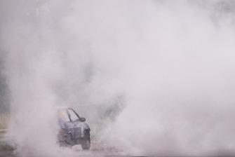 Софі Голан в диму від вибуху мотора Іллі Замули