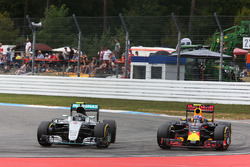 Nico Rosberg, Mercedes AMG F1 W07 Hybrid and Max Verstappen, Red Bull Racing RB12 battle for position