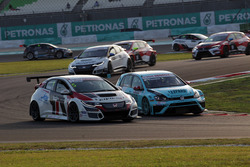 Roberto Colciago, Target Competition, Honda Civic TCR and Stefano Comini, Leopard Racing, Volkswagen