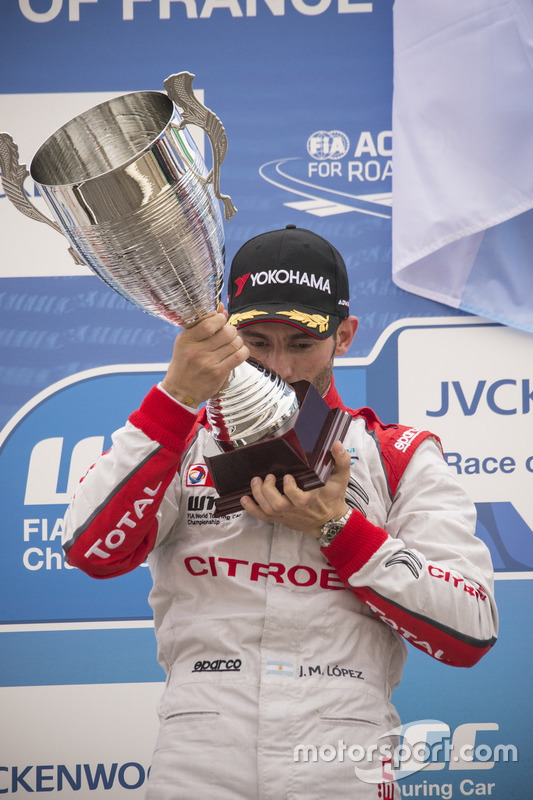 Le vainqueur José María López, Citroën World Touring Car Team, Citroën C-Elysée WTCC